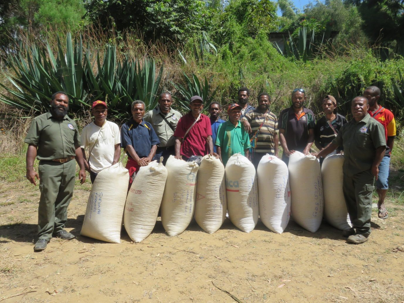 PNG coffee farmers and extension (photo CIC)